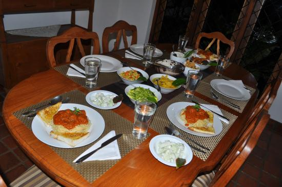 Clove Garden Kandy City: Dinner with Spaghetti, Curry Chicken and rice and others