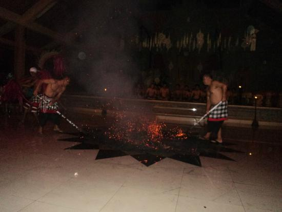 Kecak Fire & Trance Dance Pura Batu Karu