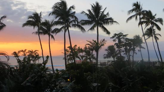 Hono Koa: Sunset from our Lanai looking out to the water.