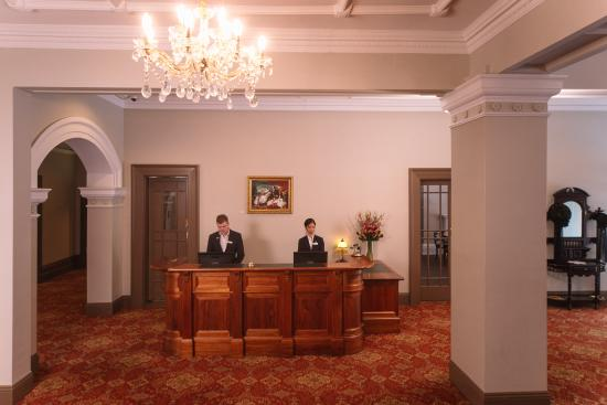 Hadley's Orient Hotel: Reception
