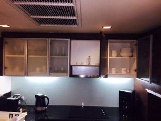 Oakwood Residence Sukhumvit Thonglor: Kitchen