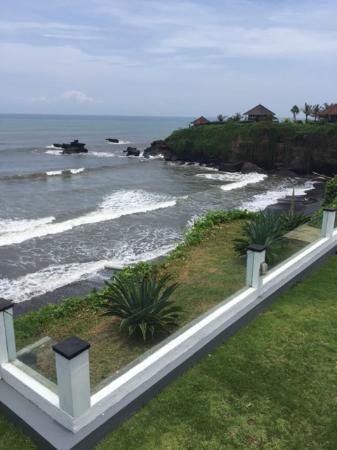 Villa Helen Balian: Pool view