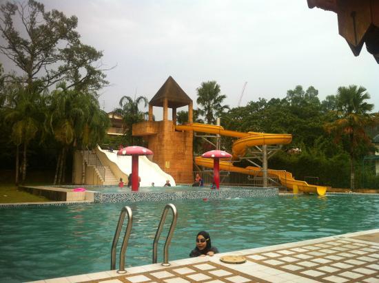 Maio Restaurant: Mini water theme park