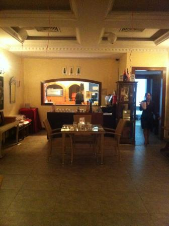 Maio Restaurant: Main dining area