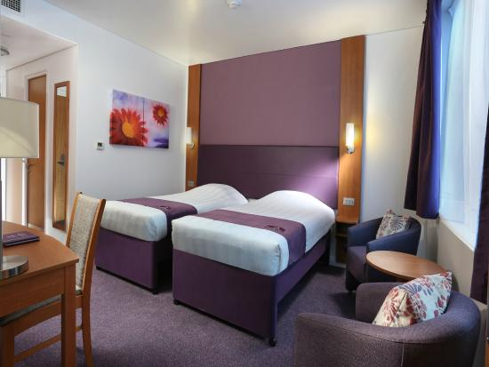 Premier Inn Abu Dhabi Capital Centre Hotel: Twin Room