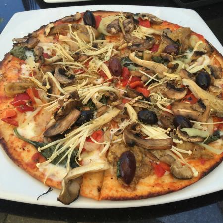 Green Cottage: Gluten Free Vegetable Pizza