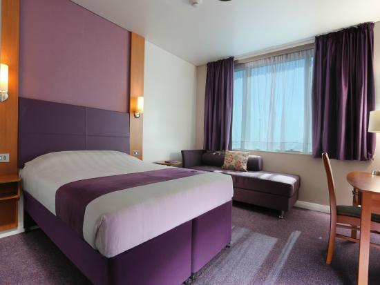 Premier Inn Dubai International Airport Hotel: Double Room