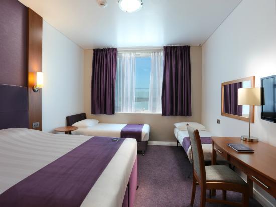 Premier Inn Dubai International Airport Hotel: Family Room