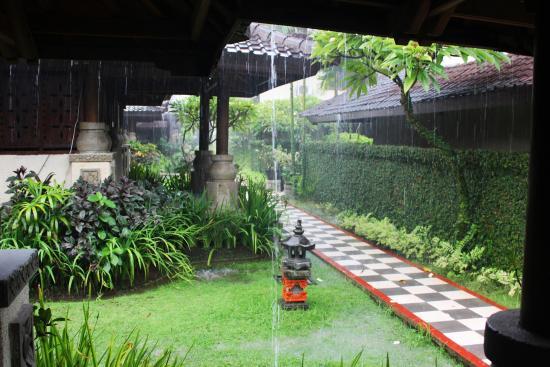 ANANDA RESORT: raining