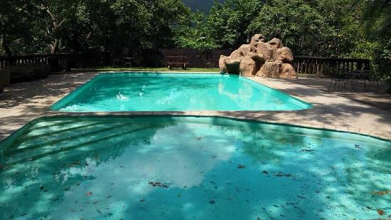 Vryheid, Южная Африка: heated pools there are three of.