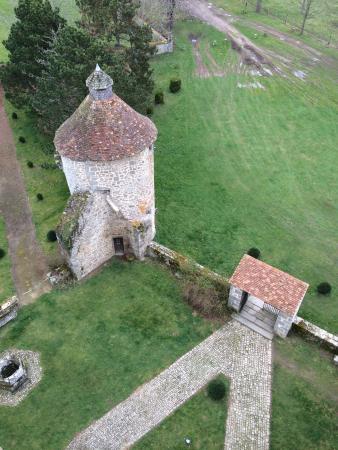 Château de Villemonteix: La vue depuis le haut du château