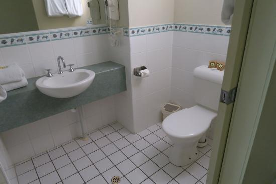 Eurong Beach Resort: Bathroom in one bedroom