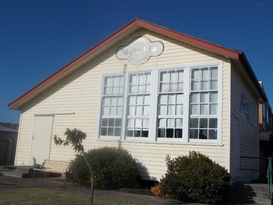 Ulverstone, Australië: Various views outside the museum