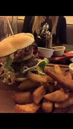 The Royal Oak: The black and red burger....yummy!!!!