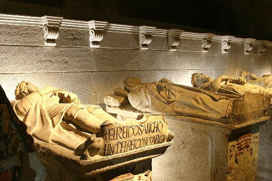Panteón Real: fotografía de Monasterio de Santa María La Real ...