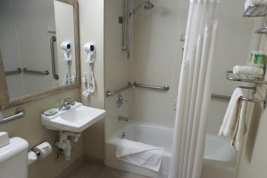 Holiday Inn Express Brooklyn: Bad Zimmer 612