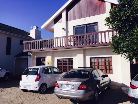 AmaKhosi Guesthouse: Parking