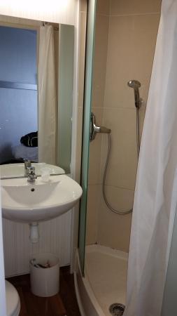 B&B Hotel Marne la Vallee Bussy: salle d'eau