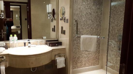 Royal Phoenix Beijing: Lobby, our room, bathroom