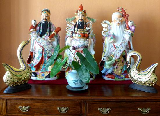 Thip Residence Boutique Hotel: Chinese Gods in the Hotel Lobby