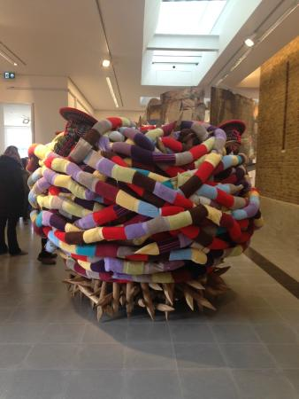 Serpentine Galleries : pascale marthine tayou