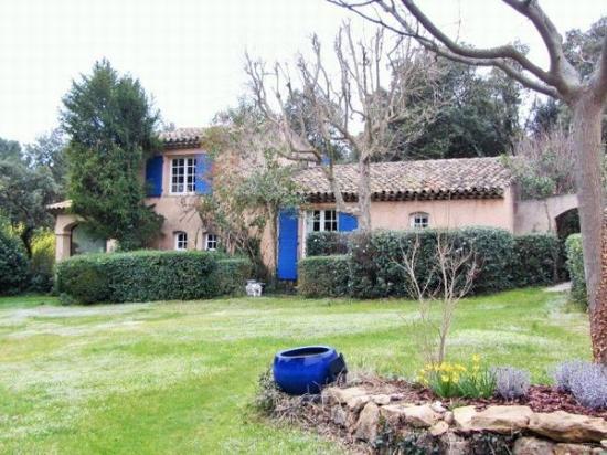 La Ferme: 建物と庭