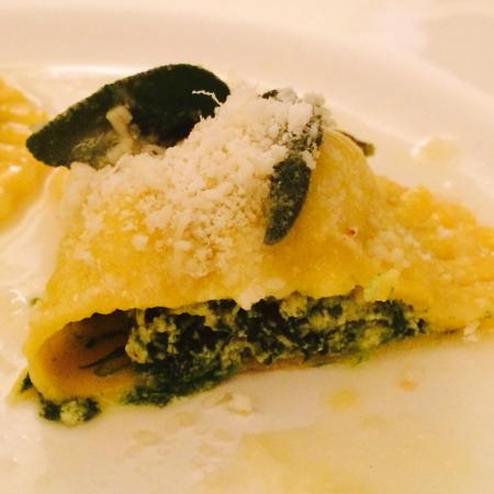 LAloCAnda: Spinach Ricotta ravioli ❤️us home made food, fresh made from scratch by lovely owner Laura. Smal