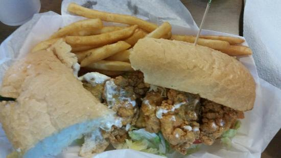 Fausto's Family Restaurant: Good oyster po boy