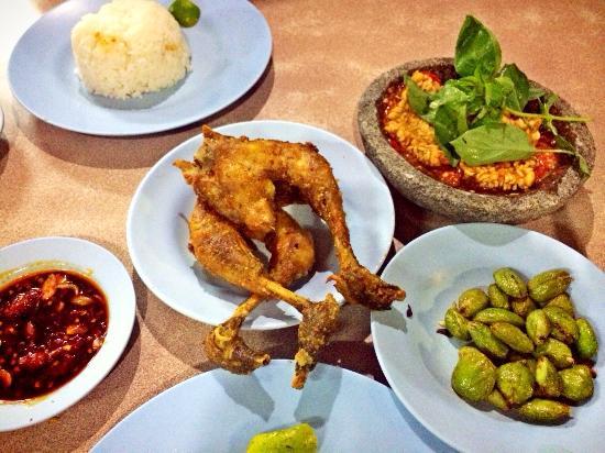 AYAM GORENG PEMUDA, Malang - Jl. Semeru - Restaurant Reviews