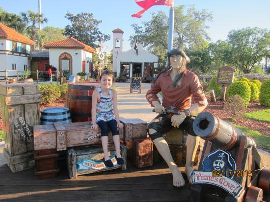 Pirate's Cove Adventure Golf: entrance