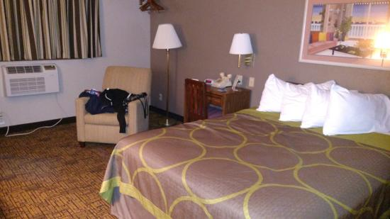 Super 8 Indianapolis: Adequate Amenities