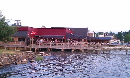The deck at louie 39 s picture of louie 39 s oyster bar for Port washington ny