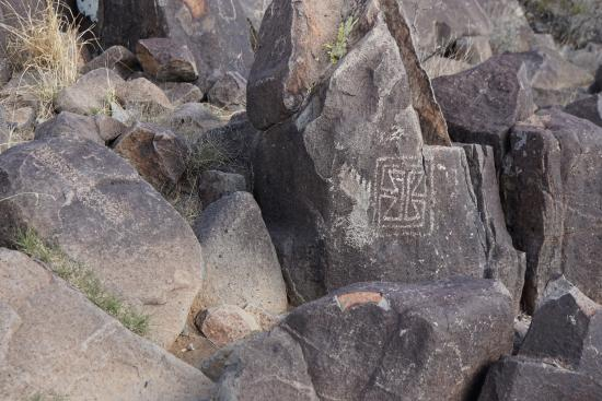 ‪‪Three Rivers Petroglyph Site‬: Petro's along the trail‬
