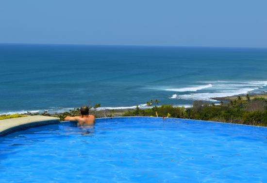 Hotel Vista de Olas : View from the infinity pool