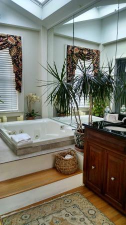 Harbor Light Inn: Room 22 Deluxe Bath
