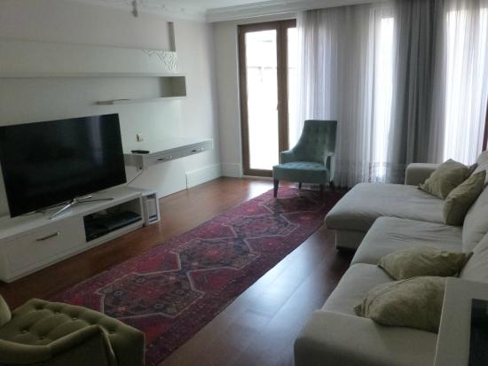 Ada Hotel Istanbul: living room - lots of light, comfy seating and Apple TV