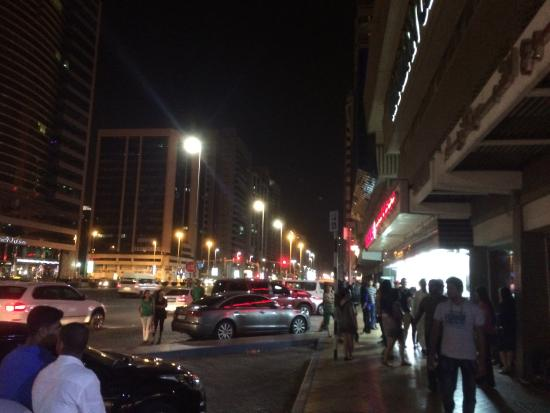 Mercure Abu Dhabi Centre Hotel: Sidewalk full of prostitutes
