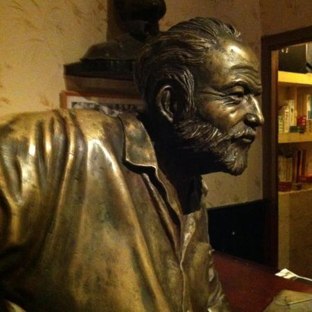A famosa estátua do Hemningway