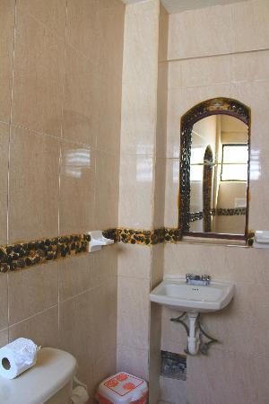 Hotel Delfin: more rock work in bathroom