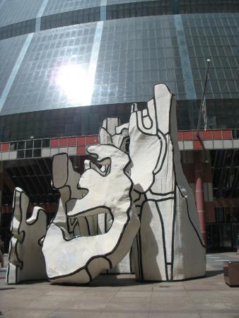 Monument with Standing Beast: Скульптура Встающее чудовище