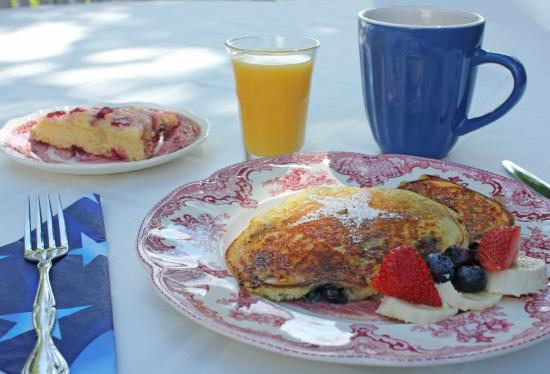 Captain David Kelley House: Blueberry-Lemon Pancakes