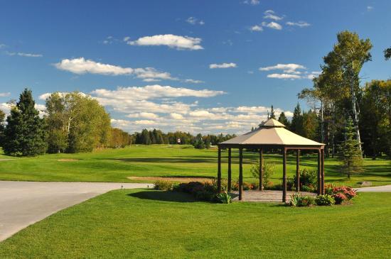 Ashton, Canadá: Outdoor patio and food service