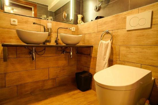 B&B Barangay : New bath room Patio room 2