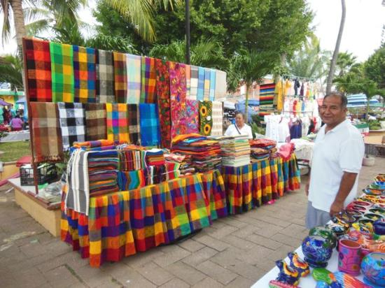 La Penita de Jaltemba, Mexico: Tablecloths with matching napkins...a very nice gift to give or receive.