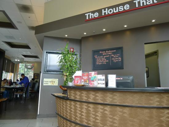 Max's Restaurant: Reception area