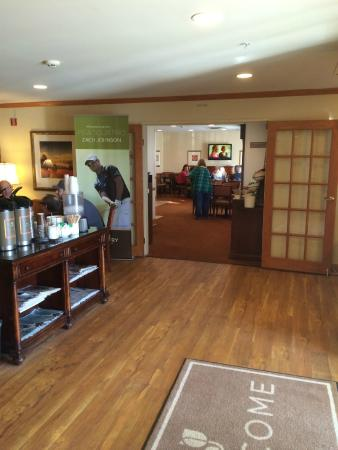 Country Inn & Suites by Radisson, Toledo, OH: Lobby and breakfast area