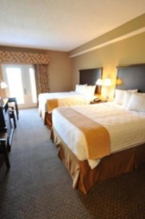 Boulders Inn & Suites - Oak Ridge