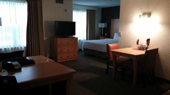 Residence Inn Mt. Laurel at Bishop's Gate: Overview of the suite