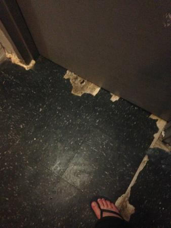 Fit Hotel : More floor falling apart