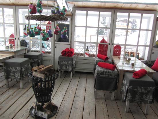 Hotel Acadia: Apres Ski Champagne bar